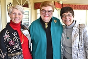 Kirjailijan kuva. Sharon Gordon (right) with fellow authors Mary Swift & Lynn Leclercq