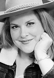 Kirjailijan kuva. Katy Regnery, photographed September 2013 by Shannon Capocci