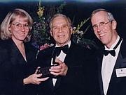Foto de l'autor. John C. Traupman (center)