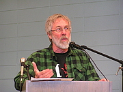 Forfatter foto. John Zerzan discusses The Coming Insurrection during a lecture at the 2010 San Francisco Anarchist Bookfair