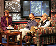 Forfatter foto. Author of children's books Chris Van Allsburg (right) and NASA engineer Jennifer Keyes (center) speak with Digital Learning Network host Rachael Manzer during a live videoconference on Nov. 16 at Langley Research Center. Photo by Jeff Caplan.