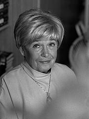 Foto do autor. Joanna Chmielewska, właśc. Irena Barbara Kuhn z domu Becker (ur. 2 kwietnia 1932 w Warszawie) – autorka powieści sensacyjnych, kryminalnych, komedii obyczajowych, a także książek dla dzieci i młodzieży.