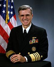 Fotografia de autor. Wikimedia Commons (U.S. Navy Portrait)