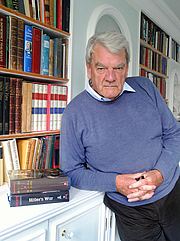 """Forfatter foto. David Irving taken in London By Allan warren - Own work, CC BY-SA 3.0, <a href=""""//commons.wikimedia.org/w/index.php?curid=20363043"""" rel=""""nofollow"""" target=""""_top"""">https://commons.wikimedia.org/w/index.php?curid=20363043</a>"""