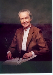 Fotografia de autor. Prof. Mary Ritchie Key, PhD, University of California, Irvine; Founder of the UCI Linguistics Department; Founder and first General Editor of the world's largest comparative dictionary, the Intercontinental Dictionary Series (Max Planck Institute). Date of Death, September 5, 2003.
