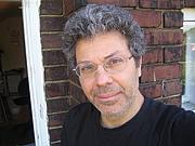 Författarporträtt. openbooktoronto.com