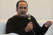 """Kirjailijan kuva. Autor de """"1001 Filmes para Ver Antes de Morrer"""" conversa com o público na XIV Bienal do Livro do Rio de Janeiro"""