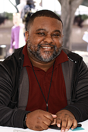 """Forfatter foto. Author Lamar Giles at the 2019 Texas Book Festival in Austin, Texas, United States. By Larry D. Moore, CC BY-SA 4.0, <a href=""""https://commons.wikimedia.org/w/index.php?curid=84062465"""" rel=""""nofollow"""" target=""""_top"""">https://commons.wikimedia.org/w/index.php?curid=84062465</a>"""