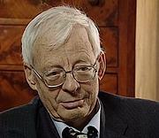 Författarporträtt. Emmanuel Le Roy Ladurie en 2001 à l'occasion d'un long entretien patrimonial pour la TV, fait par l'Institut National de l'Audiovisuel en partenariat avec la chaîne 'l'histoire' en tant qu'historien réputé et reconnu
