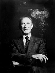 "Forfatter foto. From <a href=""http://en.wikipedia.org/wiki/Image:P._F._Strawson.jpg"">Wikipedia</a>."