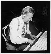 """Foto do autor. Photo by William Gottlieb, Gottlieb Jazz Photos, Library of Congress at <a href=""""http://www.flickr.com/photos/library_of_congress/5019798027/in/set-72157624588645784/"""" rel=""""nofollow"""" target=""""_top"""">Flickr.com</a>"""