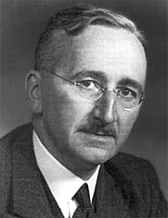 Foto do autor. GFDL picture of F.A. Hayek to replace fair use images that are used in some articles. Released by the Mises Institute.