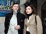 Foto de l'autor. Stephen Calloway Victoria & Albert Museum curators, Stephen Calloway and Susan Owens