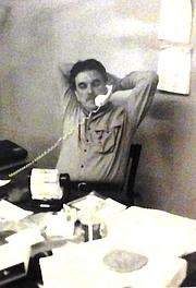 Författarporträtt. Jerry on the Phone