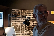 Fotografia de autor. Walter Murch working on Tetro in Buenos Aires, Argentina, 11 December 2008. Photo by Beatrice Murch.