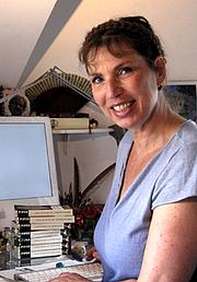 Författarporträtt. Sabrina Capitani alias Sabine Korsukéwitz