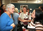Kirjailijan kuva. Elaine Marieb (left)