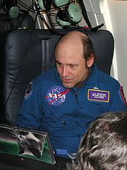 Fotografia de autor. On the 2002 Leonid MAC mission. Photo courtesy of Jane Houston-Jones