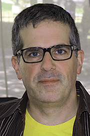 "Foto do autor. Author Jonathan Lethem at the 2015 Texas Book Festival. By Larry D. Moore, CC BY-SA 4.0, <a href=""https://commons.wikimedia.org/w/index.php?curid=44687865"" rel=""nofollow"" target=""_top"">https://commons.wikimedia.org/w/index.php?curid=44687865</a>"