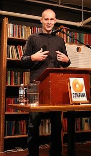 Kirjailijan kuva. © dejahthoris : http://commons.wikimedia.org/wiki/Image:Max_Barry_1.JPG