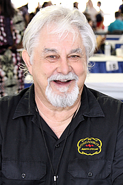 """Forfatter foto. Author Eddie Wilson at the 2017 Texas Book Festival in Austin, Texas, United states. Wilson was co-founder and owner of the Armadillo World Headquarters which was also located in Austin. By Larry D. Moore, CC BY-SA 4.0, <a href=""""https://commons.wikimedia.org/w/index.php?curid=63918957"""" rel=""""nofollow"""" target=""""_top"""">https://commons.wikimedia.org/w/index.php?curid=63918957</a>"""