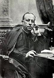 Foto del autor. Miquel Costa i Llobera, president dels Jocs Florals, per Napoleón (Ilustració Catalana, 13 V 1906 t. IV, n. 154, p. 291)