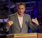 """Författarporträtt. Tullian Tchividjian, preaching at Coral Ridge Presbyterian Church on March 13, 2011 By User:DashHouse.The original uploader was StAnselm at English Wikipedia. - Transferred from en.wikipedia to Commons.(Original text: Cropped version of File:Tullian2011.jpg), CC BY-SA 3.0, <a href=""""//commons.wikimedia.org/w/index.php?curid=41739486"""" rel=""""nofollow"""" target=""""_top"""">https://commons.wikimedia.org/w/index.php?curid=41739486</a>"""