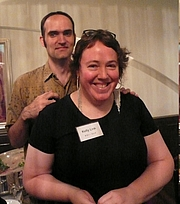 """Fotografia dell'autore. By Cory Doctorow from London, UK - Gavin Grant and Kelly Link, Hayakawa reception, Tokyo, Japan.JPG, CC BY-SA 2.0, <a href=""""https://commons.wikimedia.org/w/index.php?curid=4168381"""" rel=""""nofollow"""" target=""""_top"""">https://commons.wikimedia.org/w/index.php?curid=4168381</a>"""
