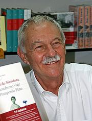 Kirjailijan kuva. Eduardo Mendoza (Feria del Libro de Madrid, 6 de junio de 2008) by r Miguel A. Monjas