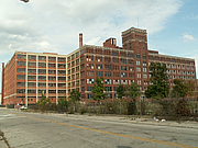 "Fotografia dell'autore. Crowell-Collier building in Springfield, Ohio (2011) By Cindy Funk - Crowell Collier Building, CC BY 2.0, <a href=""https://commons.wikimedia.org/w/index.php?curid=25340811"" rel=""nofollow"" target=""_top"">https://commons.wikimedia.org/w/index.php?curid=25340811</a>"