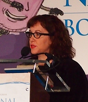 """Foto de l'autor. reading at National Book Festival By Slowking4 - Own work, GFDL 1.2, <a href=""""https://commons.wikimedia.org/w/index.php?curid=62180078"""" rel=""""nofollow"""" target=""""_top"""">https://commons.wikimedia.org/w/index.php?curid=62180078</a>"""