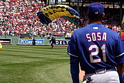 Forfatter foto. Major League Baseball player Sammy Sosa watches as a U.S. Navy Sailor from the Navy Parachute Team lands in the middle of Fenway Park prior to a Red Sox Game in Boston July 1, 2007. (U.S. Navy photo by Chief Mass Communication Specialist Dave Kaylor)