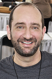"""Författarporträtt. Author Bill Konigsberg at the 2015 Texas Book Festival. By Larry D. Moore, CC BY-SA 4.0, <a href=""""https://commons.wikimedia.org/w/index.php?curid=44357263"""" rel=""""nofollow"""" target=""""_top"""">https://commons.wikimedia.org/w/index.php?curid=44357263</a>"""