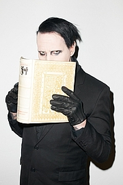 Foto do autor. Marilyn Manson as photographed by Terry Richardson
