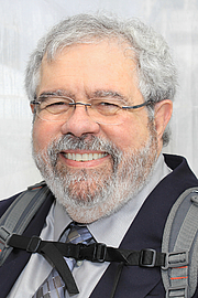 """Foto de l'autor. Author David Cay Johnston at the 2016 Texas Book Festival. Johnston won the 2001 Pulitzer Prize for Beat Reporting. By Larry D. Moore, CC BY-SA 4.0, <a href=""""https://commons.wikimedia.org/w/index.php?curid=53569016"""" rel=""""nofollow"""" target=""""_top"""">https://commons.wikimedia.org/w/index.php?curid=53569016</a>"""