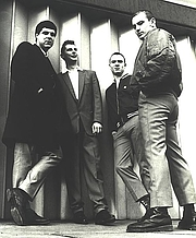 Foto do autor. The classic 4-Skins line-up, McCourt, Pear, Jacobs and Hodges, outside Tower Hill tube station, 1980 / Tom McCourt
