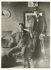 """Forfatter foto. John T. McCutcheon (right) with colleague George Ade, about 1894 or 1895. Courtesy of the <a href=""""http://digitalgallery.nypl.org/nypldigital/id?494475"""">NYPL Digital Gallery</a> (image use requires permission from the New York Public Library)"""