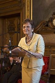Foto de l'autor. Cécile Morrisson le 24 novembre 2016 lors de la cérémonie de remise de son épée à l'Académie des Inscriptions et Belles-Lettres, Paris