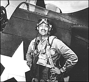 Photo de l'auteur(-trice). Buell with his SB2C Helldiver on board USS Hornet, May 1944. Official U.S. Navy photo