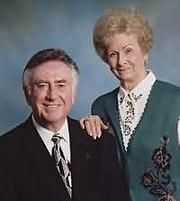 Författarporträtt. Al Lacy (L) with wife & co-author JoAnna Lacy