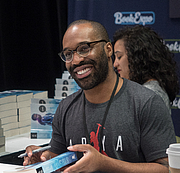 """Foto auteur. Tochi Onyebuchi at BookExpo at the Javits Center in New York City, May 2019. By Rhododendrites - Own work, CC BY-SA 4.0, <a href=""""https://commons.wikimedia.org/w/index.php?curid=79387617"""" rel=""""nofollow"""" target=""""_top"""">https://commons.wikimedia.org/w/index.php?curid=79387617</a>"""