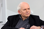 "Foto do autor. Ralph Dutli, Leipzig Book Fair 2013 By Lesekreis - Own work, CC0, <a href=""https://commons.wikimedia.org/w/index.php?curid=25209303"" rel=""nofollow"" target=""_top"">https://commons.wikimedia.org/w/index.php?curid=25209303</a>"