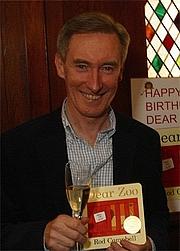 Kirjailijan kuva. via Pan Macmillan