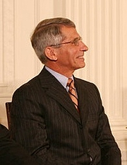 Fotografia de autor. Anthony Fauci at the 2008 Presidential Medal of Freedom ceremonies.  White House photo by Shealah Craighead