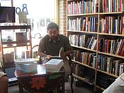 "Författarporträtt. By Antony Adolf - Flickr: Antony Adolf Reading from Peace: A World History, <a href=""https://commons.wikimedia.org/w/index.php?curid=12448888"" rel=""nofollow"" target=""_top"">https://commons.wikimedia.org/w/index.php?curid=12448888</a>"