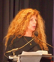"""Foto do autor. reading at National Book Festival By Slowking4 - Own work, GFDL 1.2, <a href=""""https://commons.wikimedia.org/w/index.php?curid=62180161"""" rel=""""nofollow"""" target=""""_top"""">https://commons.wikimedia.org/w/index.php?curid=62180161</a>"""