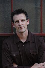 Foto do autor. patrickcarman.com