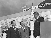 Kirjailijan kuva. Governor of Alabama George Wallace (left), NASA Administrator James Webb and Marshall Space Flight Center (MSFC) Director Dr. von Braun during a tour of MSFC on June 8, 1965. (NASA)