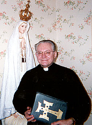 Fotografia de autor. Father Robert J. Fox - Founder of FatimaFamily.org - nonprofit publishing company