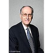 Forfatter foto. via Amazon.com